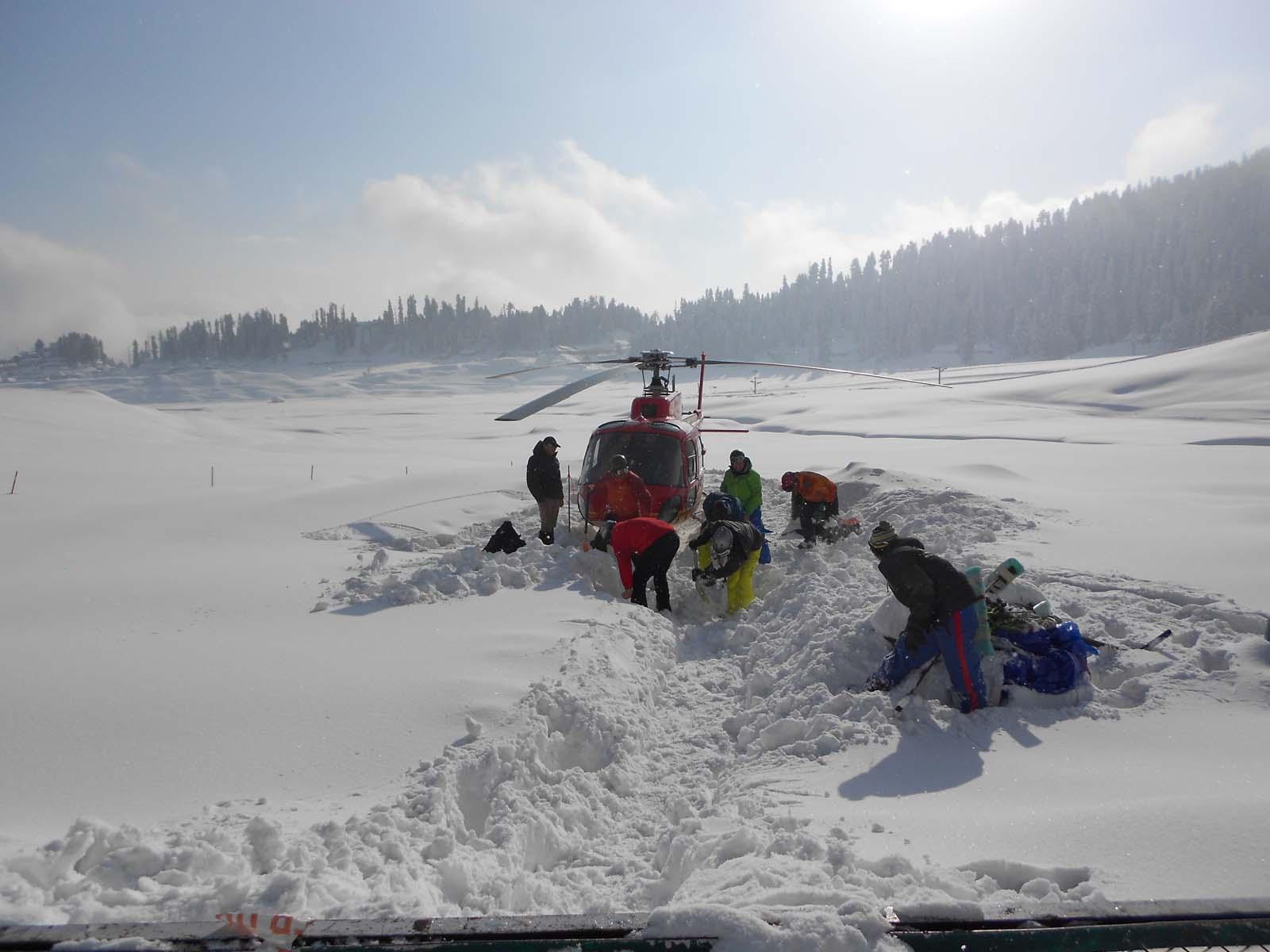 Kashmir Heli skiing Packages