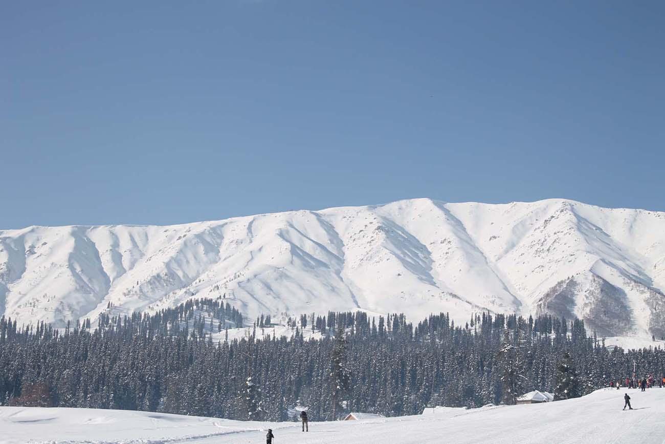 gulmarg skiing mt apharwat