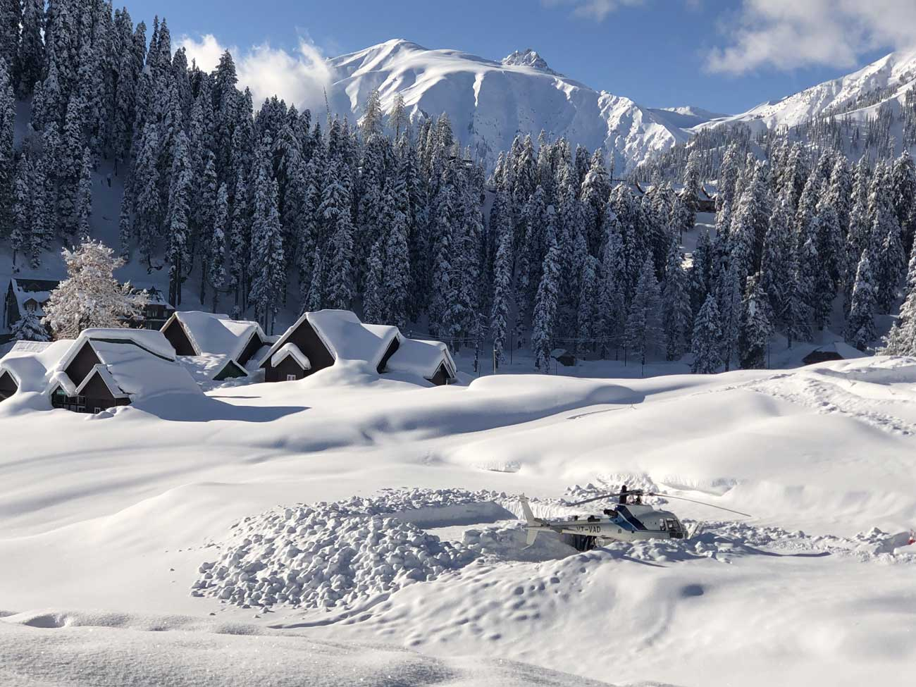 Hesli Skiing In Gulmarg Kashmir